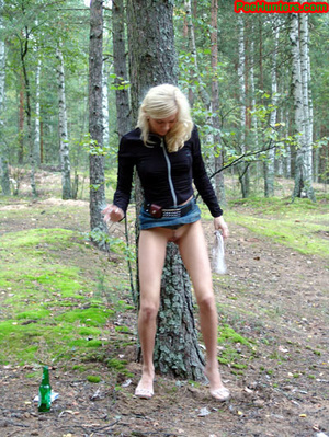 Exciting blonde teen peeing in the park - XXXonXXX - Pic 13