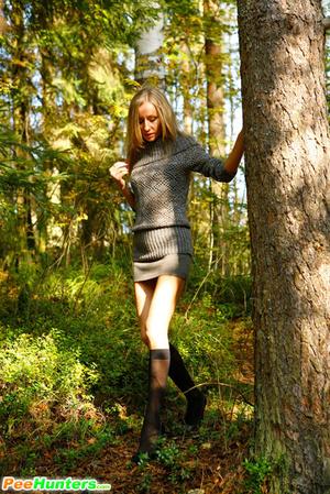 Exclusive spy photos of a cute girl peeing in the bush - XXXonXXX - Pic 3