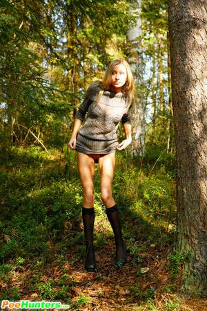Exclusive spy photos of a cute girl peeing in the bush - XXXonXXX - Pic 5