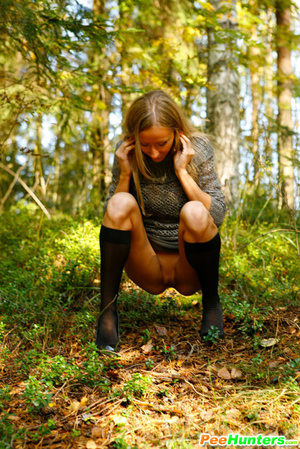 Exclusive spy photos of a cute girl peeing in the bush - XXXonXXX - Pic 6