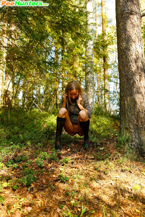Exclusive spy photos of a cute girl peeing in the bush - XXXonXXX - Pic 7