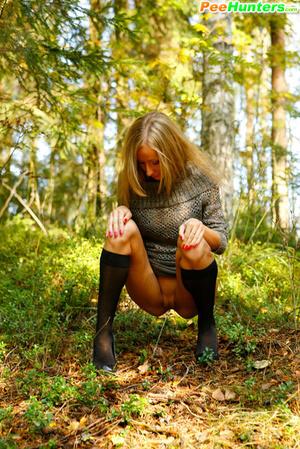 Exclusive spy photos of a cute girl peeing in the bush - XXXonXXX - Pic 9