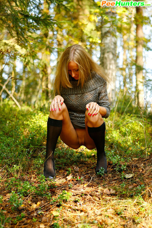 Exclusive spy photos of a cute girl peeing in the bush - XXXonXXX - Pic 10