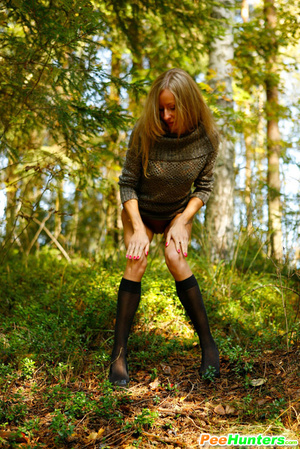 Exclusive spy photos of a cute girl peeing in the bush - XXXonXXX - Pic 11