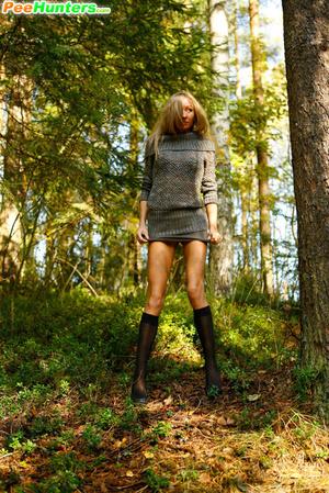Exclusive spy photos of a cute girl peeing in the bush - XXXonXXX - Pic 12