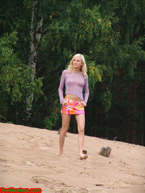 Beautiful teen peeing in the beach - XXXonXXX - Pic 1