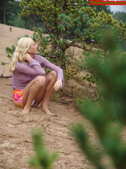 Beautiful teen peeing in the beach - XXXonXXX - Pic 2