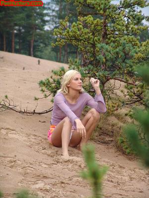 Beautiful teen peeing in the beach - XXXonXXX - Pic 4