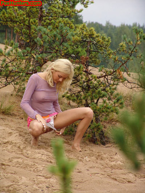 Beautiful teen peeing in the beach - XXXonXXX - Pic 6