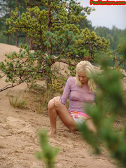 Beautiful teen peeing in the beach - XXXonXXX - Pic 7