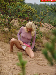 Beautiful teen peeing in the beach - XXXonXXX - Pic 8