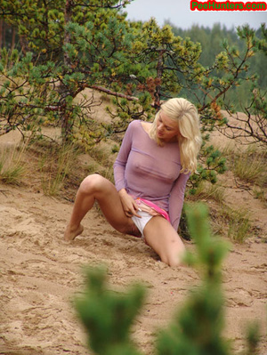 Beautiful teen peeing in the beach - XXXonXXX - Pic 9