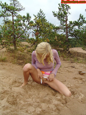 Beautiful teen peeing in the beach - XXXonXXX - Pic 11