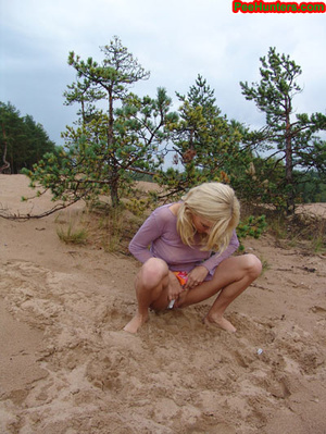 Beautiful teen peeing in the beach - XXXonXXX - Pic 12