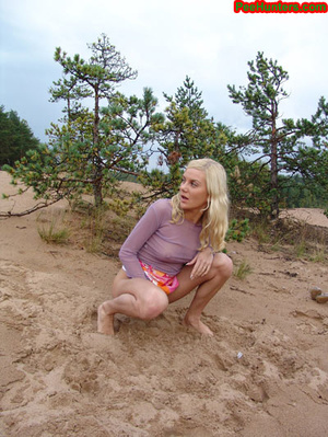 Beautiful teen peeing in the beach - XXXonXXX - Pic 14