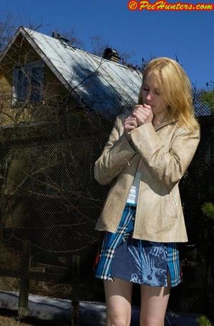 Spying on peeing and sunbathing teen - XXXonXXX - Pic 3