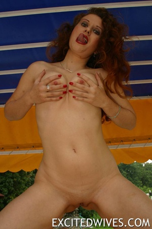 Perfect body mature chick posing naked poolside and teasing. Tags: Redhead, homemade, wet pusy, titties. - XXXonXXX - Pic 8