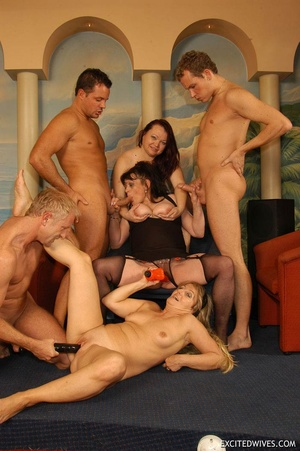 Plump mature grannies willingly taking a part in dirty orgy party. Tags: Gangbang, boobs, homemade, mature porn. - XXXonXXX - Pic 10
