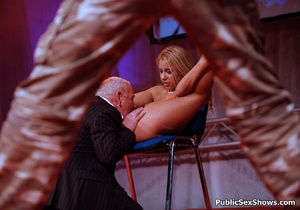 Sex show blonde chick spreading wide and gets her pussy licked. Tags: Reality, public porn, naked girl. - XXXonXXX - Pic 1