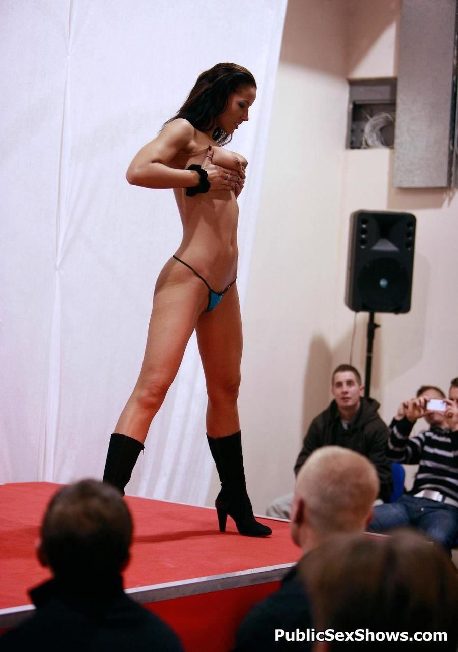 Super hot naked babes