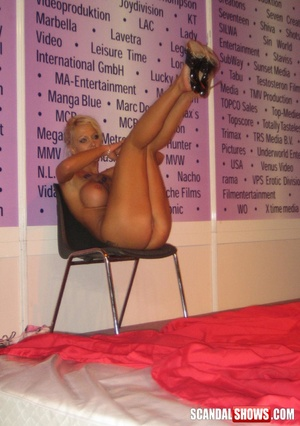 Totally nude blonde girl seductively showing sexy pole dance. Tags: Naked girl, reality, public, tits. - XXXonXXX - Pic 7
