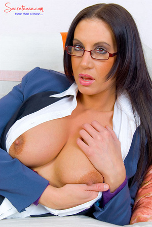 Lusty secreatary with huge boobs has no  - XXX Dessert - Picture 6