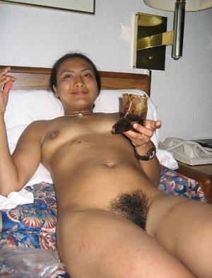 Indian hairy pussy milf posing in her sexy bikini on the beach. - XXXonXXX - Pic 2