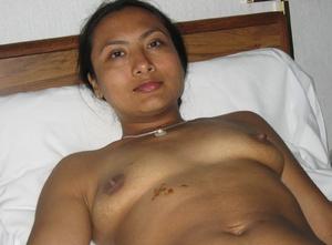 Indian hairy pussy milf posing in her sexy bikini on the beach. - XXXonXXX - Pic 3