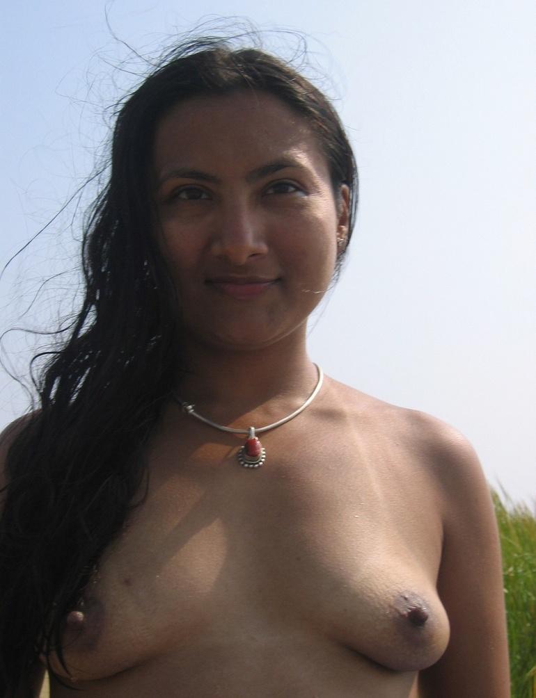 Indian hairy pussy milf posing in her sexy bikini - XXXonXXX - Picture ...
