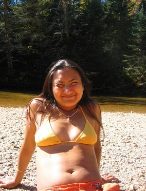Indian hairy pussy milf posing in her sexy bikini on the beach. - XXXonXXX - Pic 13