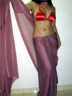 Gorgeous indian babe in sexy red bra teasingly dancing on a cam. - XXXonXXX - Pic 5