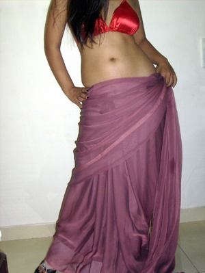 Gorgeous indian babe in sexy red bra teasingly dancing on a cam. - XXXonXXX - Pic 11