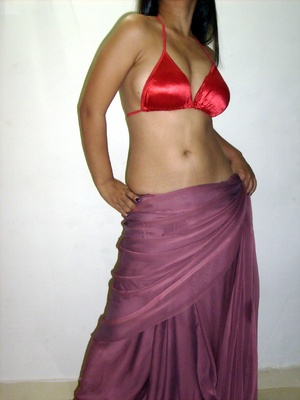 Gorgeous indian babe in sexy red bra teasingly dancing on a cam. - XXXonXXX - Pic 12