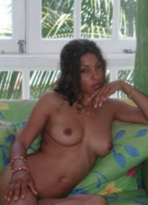 Curly hair indian babe looking so sexy while posing naked on the sofa. - XXXonXXX - Pic 3