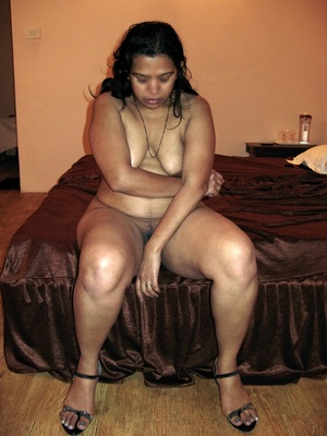 Shaved pussy indian plumper slips out her sexy pink lingerie. - XXXonXXX - Pic 9