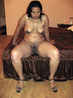 Shaved pussy indian plumper slips out her sexy pink lingerie. - XXXonXXX - Pic 10