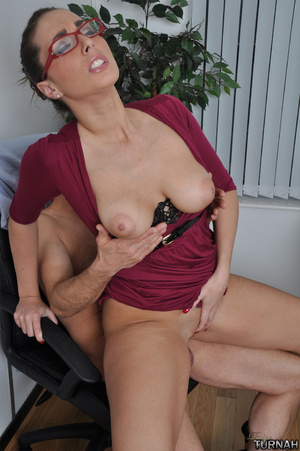 Sexi secretary mil in black undies gets  - Picture 7