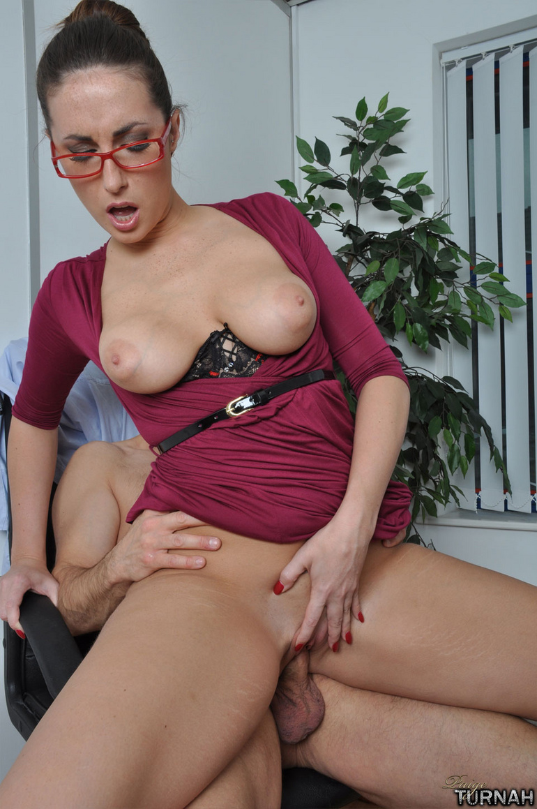 Sexi secretary mil in black undies gets her - XXX Dessert - Picture 10