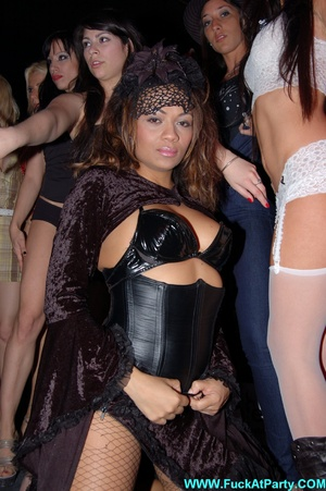 Reality porn pics of sex party hotties willinlgy posing in exclusive outfits and lingerie on a cam. - XXXonXXX - Pic 3