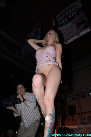 Reality xxx pics of blonde babe taking off her panties and inserting light bulb in her shaved vagina. - XXXonXXX - Pic 7