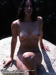 Superb naked girls posing in vintage - XXX Dessert - Picture 5