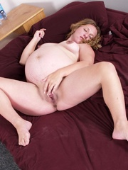 likes lovely pregnant pussy
