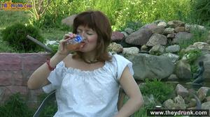 Brunette mature slut takes off white blouse and skirt and posing stark-naked in the garden - XXXonXXX - Pic 2