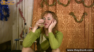 Easygoing mature woman gets naked during at christmastime - XXXonXXX - Pic 7