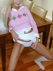 Sweet girls love to wear pink and - Sexy Women in Lingerie - Picture 4