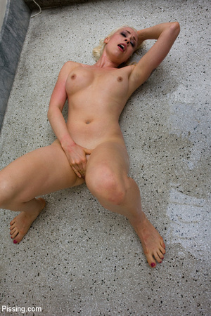 Had a goldenshower from her peeing Casanova into mouth and between boobs - XXXonXXX - Pic 4