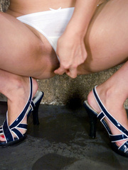 Women pissing from point-headed beauty, and pissed - XXXonXXX - Pic 3