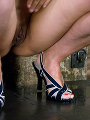 Women pissing from point-headed beauty, and pissed - XXXonXXX - Pic 14