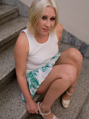 Why do such sexy blondes allow guys do Pissing in - XXXonXXX - Pic 2