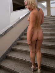 Why do such sexy blondes allow guys do Pissing in - XXXonXXX - Pic 10
